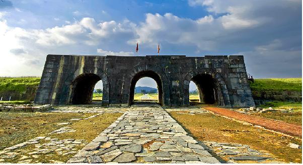 Thành Nhà Hồ khu di tích lịch sử được xây dựng bằng đá quý hiếm