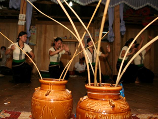 Thưởng thức món rượu cần đặc trưng tại Pù luông