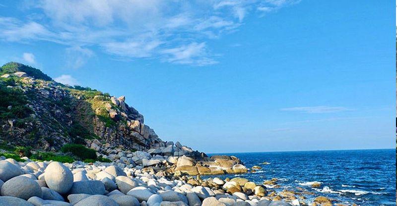 Khám phá vẻ đẹp bao la ở biển đảo Bình Hưng