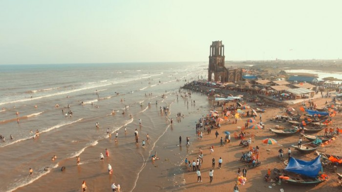 Đắm mình trong bãi biển Thịnh long - Nam Định