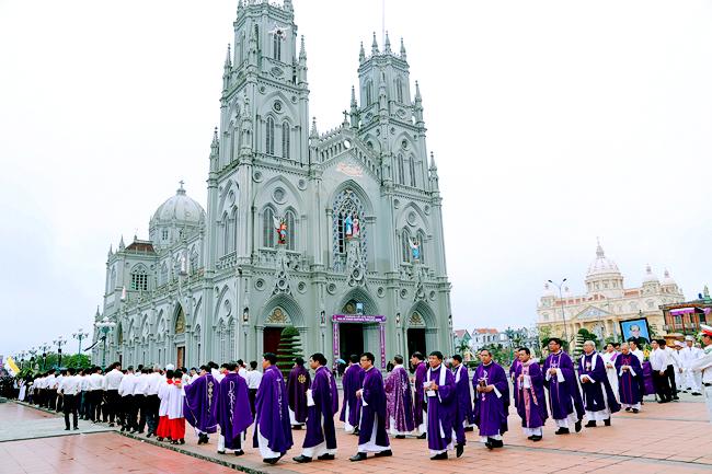 Tham quan đền thánh kiên lao- điểm du lịch Nam Định Nổi tiếng