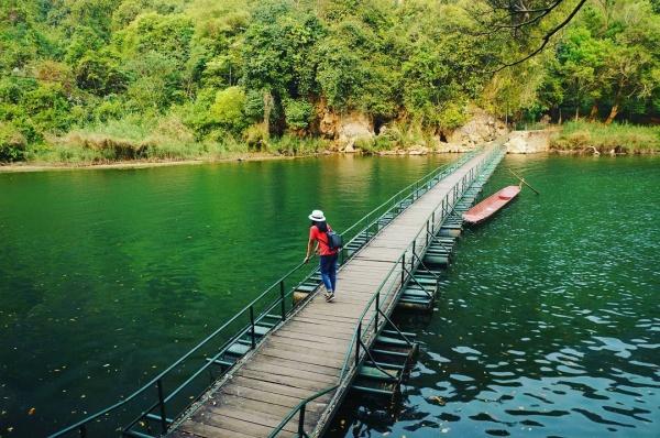 Chiêm ngưỡng bức tranh thu huyền ảo trên Hồ ba bể