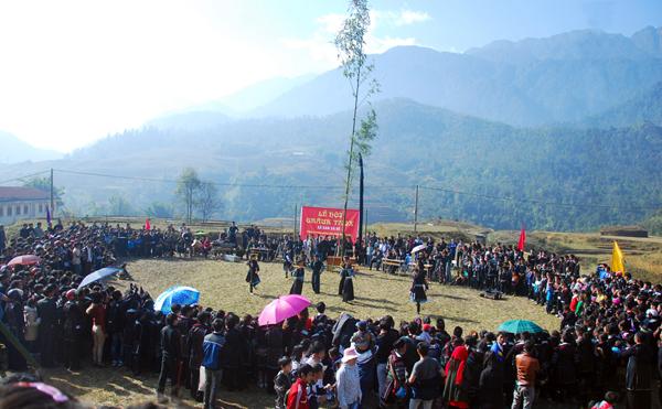 Nghi thức diễn ra trong lễ hội Gầu Tào người H'Mông