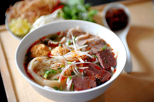 Kinh nghiệm du lịch Huế ăn món gì ngon nhất?