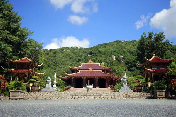 Tham quan thiền viện chùa Trúc Lâm Nha Trang