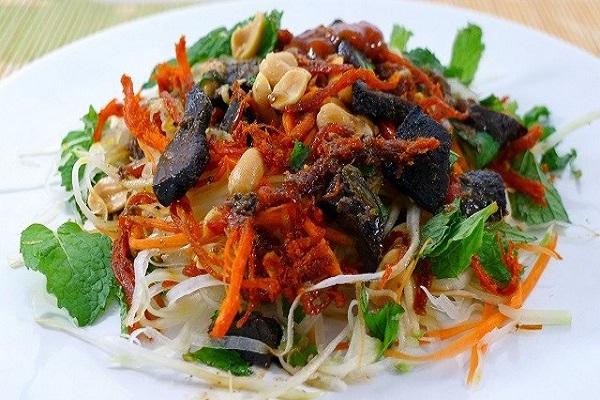 Gỏi bò khô đu đủ xanh - món ăn vặt Đà Nẵng dân dã