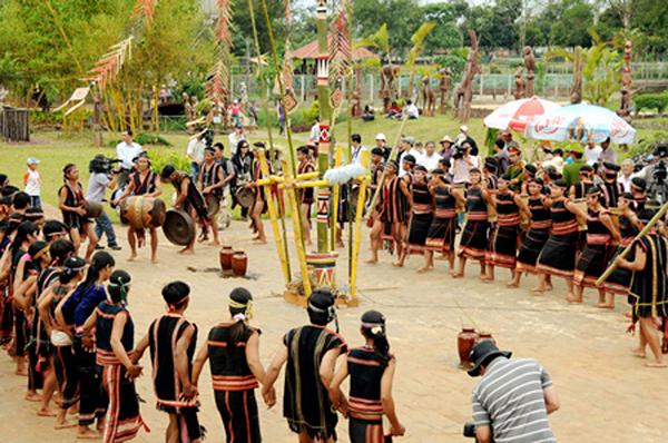Du xuân Tây Nguyên dịp đầu năm tham gia lễ hội truyền thống