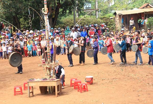 Lễ hội cơm mới ở Tây Nguyên xen lẫn nhiều hoạt động thú vị