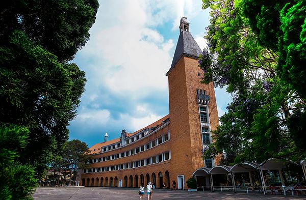 Ngôi trường hình vòng cung ở Đà Lạt theo kiến trúc Châu Âu