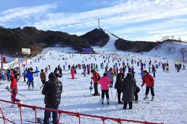 Tham gia trượt tuyết khi du lịch Bắc Kinh vào mùa đông