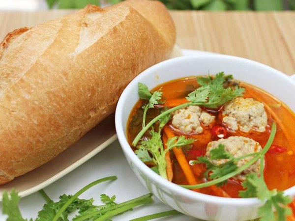 Bánh mì xíu mại Đà Lạt - món ngon nức tiếng xa gần