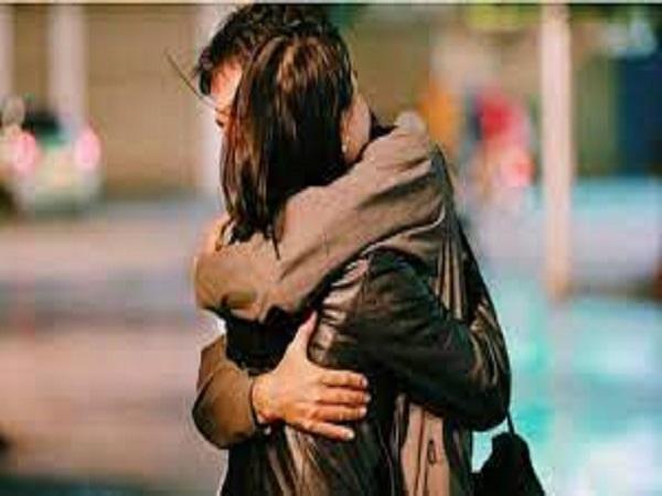 Mơ thấy ôm nhau